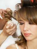 做妇女的发型夜间 免版税图库摄影