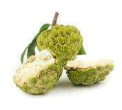 在白色的新鲜的南美番荔枝果子 库存图片