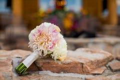 Ζωηρόχρωμη νυφική ανθοδέσμη των λουλουδιών Στοκ εικόνα με δικαίωμα ελεύθερης χρήσης