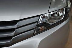 在汽车前面的车灯 库存图片