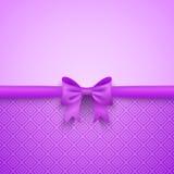 Романтичная фиолетовая предпосылка с милым смычком и Стоковые Изображения RF