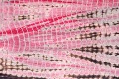 红色,黑和桃红色领带染料布料抽象背景  库存照片