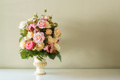 在花瓶的花束花 免版税图库摄影