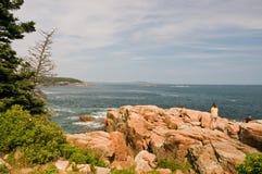 海岸线岩石的缅因 免版税库存图片