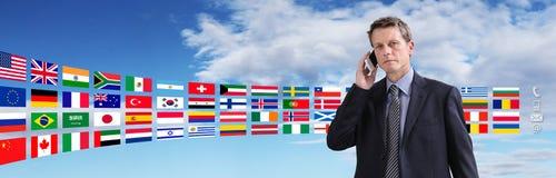 国际联络,商人谈话在电话 免版税库存图片