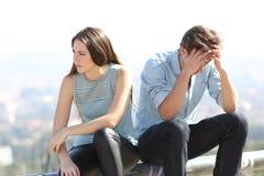 坏女孩争论与她的夫妇终止概念 免版税库存图片