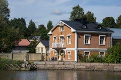 五颜六色的镇在芬兰 库存照片