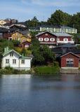 五颜六色的镇在芬兰 免版税库存图片