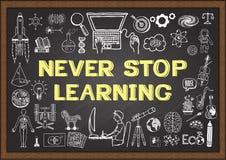 与概念的企业和教育乱画的从未停止学习在黑板 免版税图库摄影