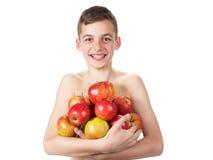 Χαμογελώντας αγόρι με έναν σωρό των μήλων Στοκ Φωτογραφίες