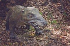 Реалистическая модель динозавра от триаса, хищника от триасового периода, юрского парка Стоковое фото RF