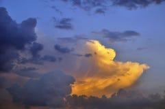 在日落的美丽的天空 免版税库存图片