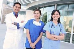 愉快的医疗成功的小组 免版税图库摄影