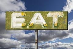 Ο εξασθενισμένος τρύγος τρώει το σημάδι Στοκ εικόνες με δικαίωμα ελεύθερης χρήσης