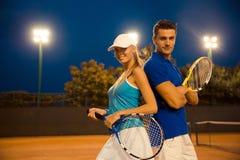 网球员夫妇 免版税库存图片