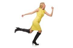Довольно справедливая девушка в желтом платье изолированном на белизне Стоковые Изображения RF