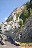 山的教堂 免版税库存图片