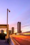 显示器高速公路交通的安全监控相机在曼谷市 库存照片