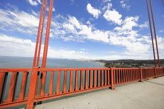 金门大桥红色白色和蓝色 图库摄影
