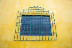 色的墙壁和窗口,殖民地建筑学在卡利 库存图片
