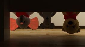 Вверх ногами плюшевый медвежонок, мышь и слон забавляются в спальне детей Игрушка и смешная концепция Стоковая Фотография