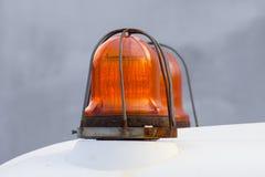警告的橙色警报器信号灯 免版税库存照片