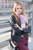 Γυναίκα βαθιά στις σκέψεις της Στοκ φωτογραφία με δικαίωμα ελεύθερης χρήσης