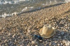 与帽子的海滩 库存照片