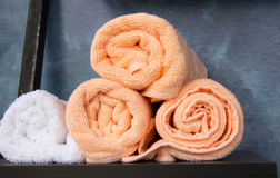 Κυλημένες πετσέτες που συσσωρεύονται Στοκ φωτογραφία με δικαίωμα ελεύθερης χρήσης