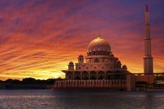 在经典清真寺的日落 免版税库存照片