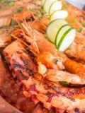 Πιάτο με τις ψημένα στη σχάρα γαρίδες γαρίδων και τα λαχανικά και το χταπόδι Στοκ Φωτογραφία