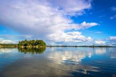 Красивый шведский архипелаг озера Стоковое Изображение