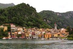 贝拉焦镇看法从水的 免版税库存照片