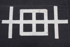 Άσπρη κινεζική λέξη της προειδοποίησης στο δρόμο Στοκ εικόνα με δικαίωμα ελεύθερης χρήσης