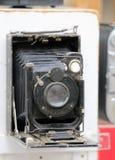上个世纪的摄影师使用的古老手工照相机 免版税库存图片