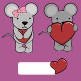 Милый шарж мыши девушки и мальчика любит сердце Стоковое Изображение