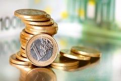 开户欧洲欧元五重点一百货币附注绳索 免版税库存图片