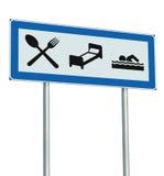 停车场路标被隔绝的餐馆旅馆汽车旅馆游泳池象,路旁标志波兰人岗位深蓝色白色牌 免版税库存照片