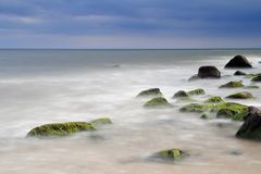 波儿地克的海岸线岩石海运 免版税库存图片