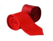 在白色背景隔绝的红色和白色镶边领带 库存图片