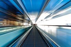 机场自动扶梯移动 库存照片
