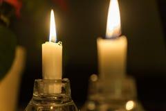宗教灼烧的蜡烛仪式凝思 库存照片