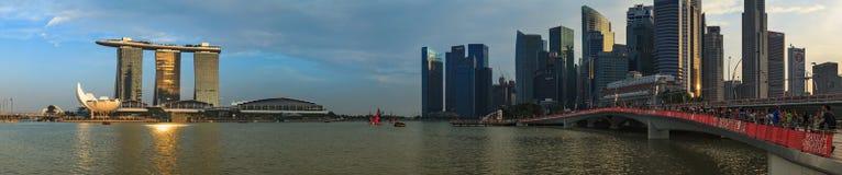 Κόλπος μαρινών, άποψη της Σιγκαπούρης, λυκόφως Στοκ Φωτογραφία