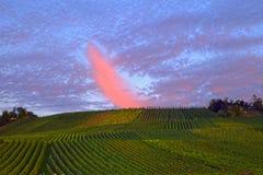 在日落的秋天定期的惊人的云彩 免版税库存照片