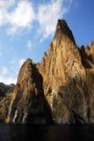 岩石 在黑海,克里米亚的岸的岩石 免版税库存照片