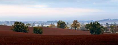 北安普敦郡高度的有薄雾的领域和谷 免版税库存照片