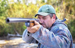 Κυνηγός που παίρνει το στόχο στο στόχο Στοκ φωτογραφία με δικαίωμα ελεύθερης χρήσης