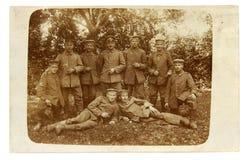 Винтажное фото офицера и солдат Первой Мировой Войны Стоковые Изображения