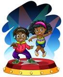Афро-американские танцы мальчика и девушки Стоковые Фото