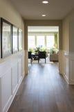 与木地板和装壁板的家庭词条方式 免版税库存图片